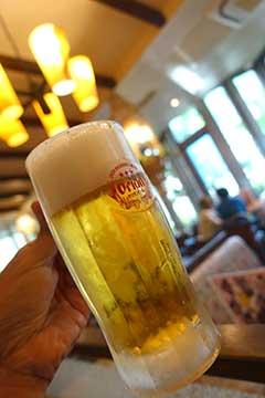 160629空港でビール.jpg
