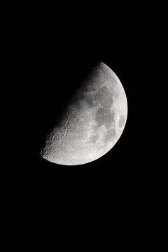 151022上弦の月.jpg