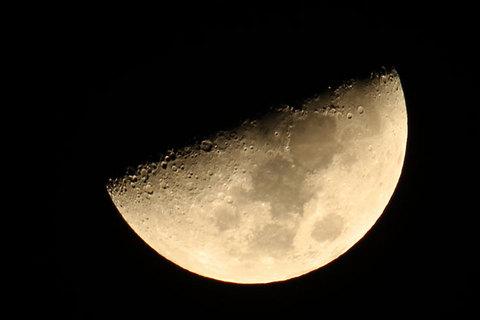 160216上弦の月.jpg