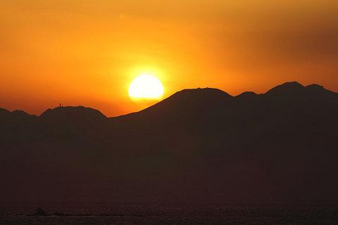 160224箱根と烏帽子岩に夕陽.jpg