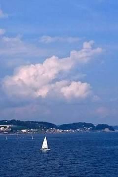 170706江の島雲とヨット.jpg