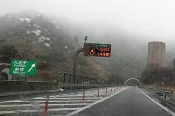 170326高速道路は雪.jpg